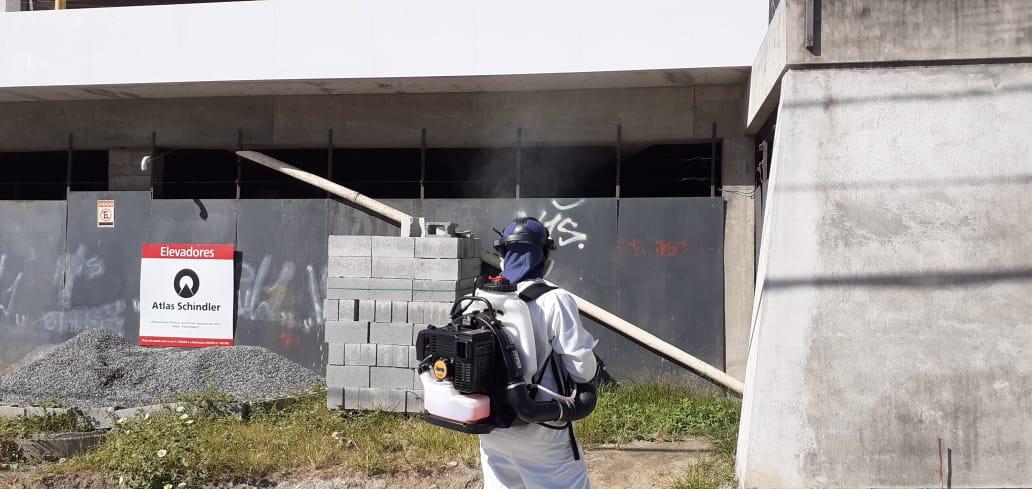 Casas em construção são alguns dos locais onde se constatou foco do mosquito, segundo a Associação de Moradores da Ilha do Boi. Foto: Divulgação