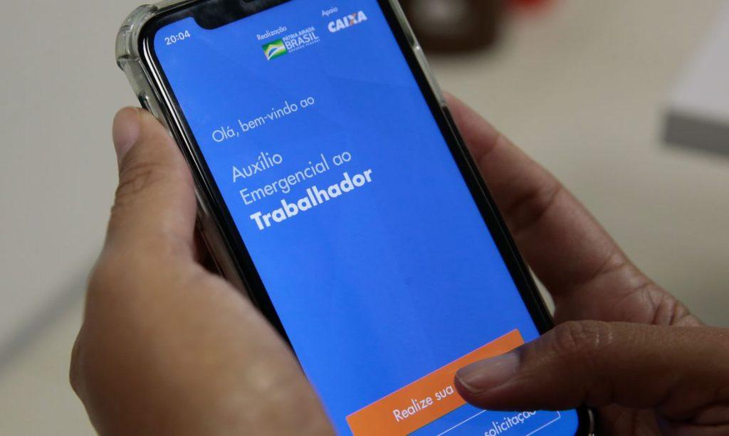 Aplicativo do auxílio emergencial da Caixa. Foto: Marcello Casal Jr/Agência Brasil