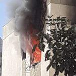 Incêndio em um edifício na avenida São Paulo em Itapoã, Vila Velha. Foto: Ouvinte Band News