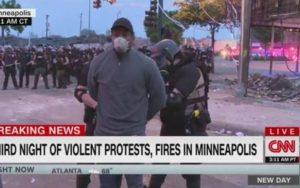 Repórter Omar JImenez, da CNN, é preso durante manifestação em Minneapolis, EUA