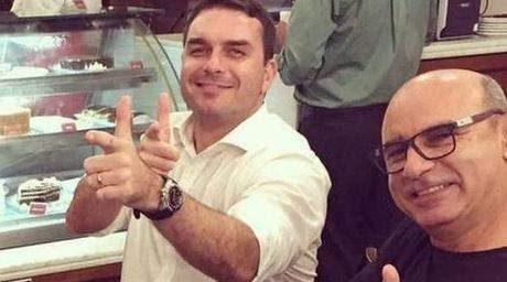 O então deputado Flávio Bolsonaro com seu assessor Fabrício Queiroz / Foto: Reprodução. Foto: Reprodução/Instagram