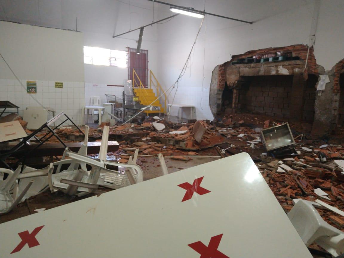 Parte do galpão e cozinha da padaria do estabelecimento foram atingidas. Foto: Divulgação