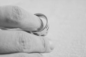 Divórcio; casamento; aliança. Foto: Pixabay