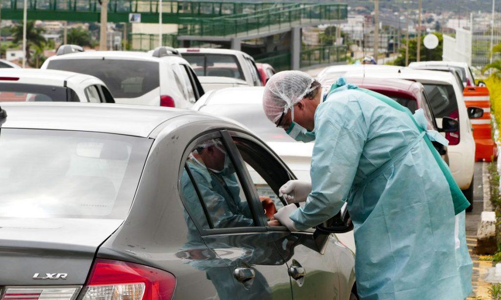 """Teste """"drive-thru"""" para coronavírus. Foto: Leopoldo Silva/Agência Senado"""