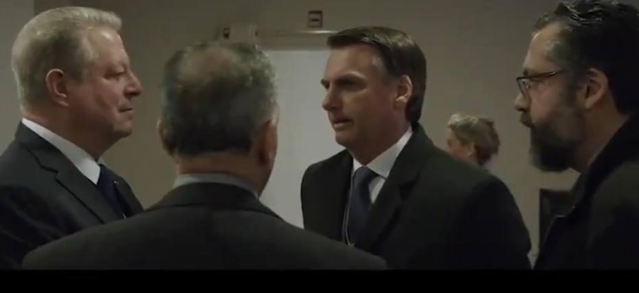Documentário foi dirigido pelo alemão Marcus Vetter e traz cenas dos bastidores do Fórum Econômico Mundial de Davos. Foto: Reprodução