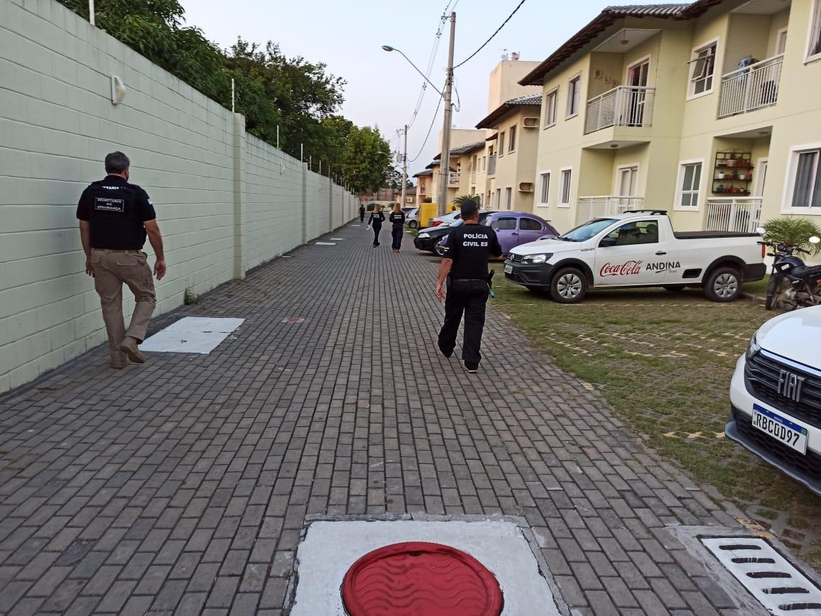 Agentes da Polícia Civil durante a Operação Vade Mecum. Foto: Divulgação/Sesp