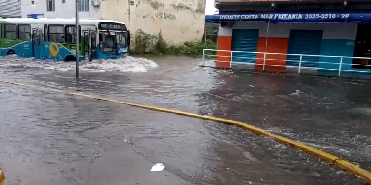 Alagamento na avenida Vitória Régia, em Santos Dumont. Imagem: ouvinte BandNews FM