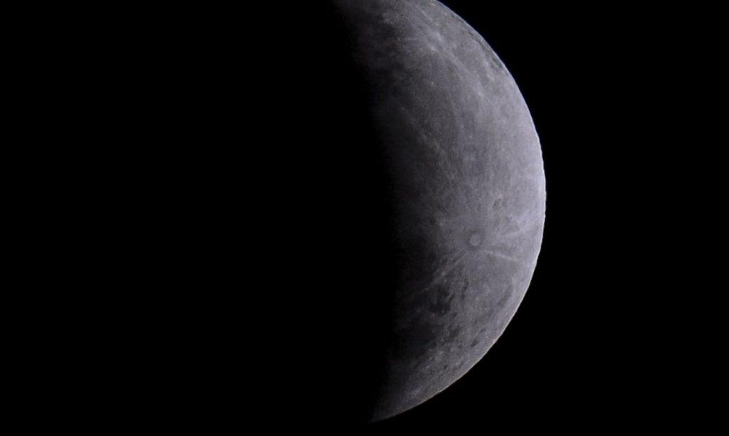 Eclipse parcial da lua. Foto: Marcello Casal Jr./Agência Brasil