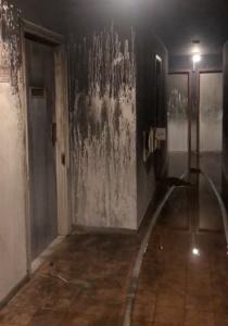 A fuligem do incêndio tomou o terceiro andar do prédio. Foto: Reprodução