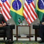 Presidente da República, Jair Bolsonaro cumprimenta o Conselheiro de Segurança Nacional dos EUA, Robert O'Brien. Foto: Marcos Corrêa/PR