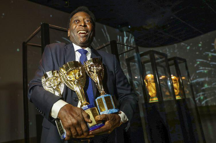 Pelé é o único jogador de futebol a conquistar três edições de Copa do Mundo. Foto: Divulgação/CBF