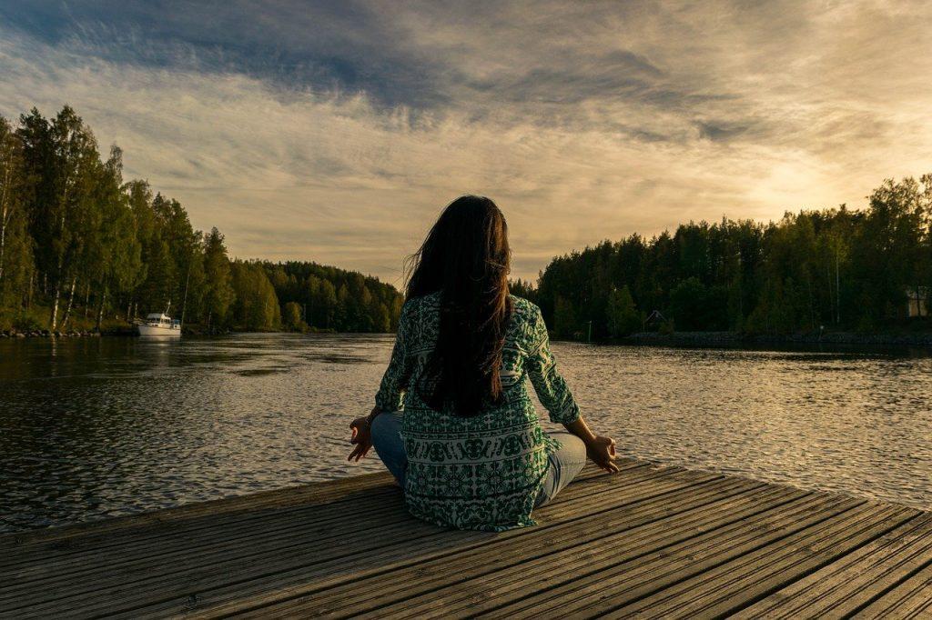Prática de meditação. Foto: Pixabay