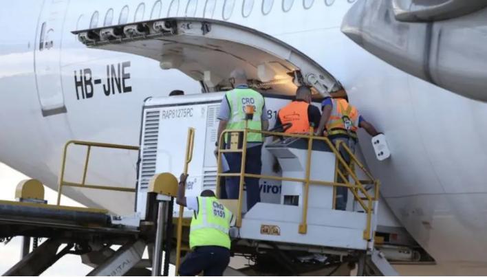 Avião pousou no Aeroporto Internacional de Viracopos, em Campinas, às 5h30 da manhã. Foto: reprodução/ Governo do Estado de SP