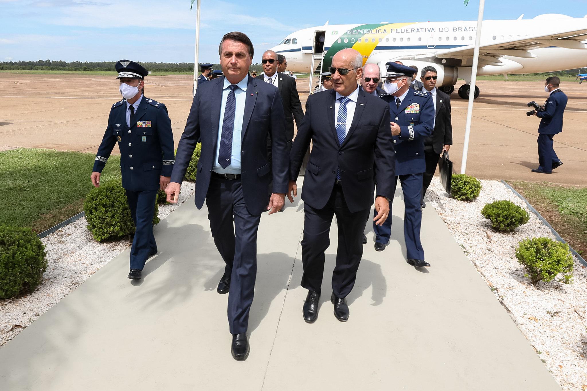Bolsonaro chega ao Aeródromo da Academia da Força Aérea em Pirassununga. Foto: Marcos Corrêa/PR