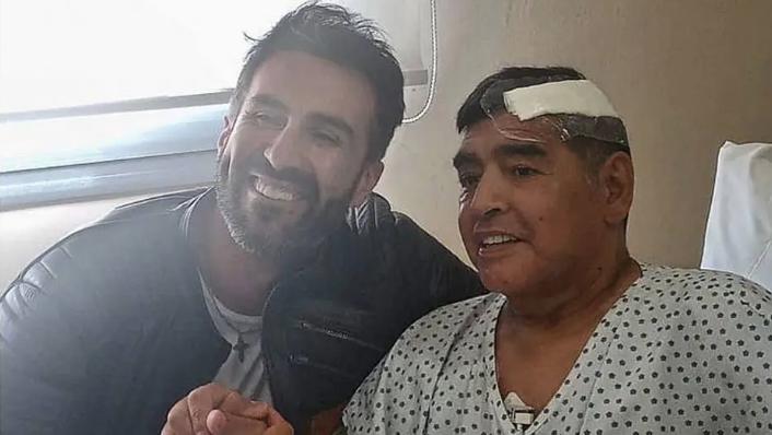 Diego Maradona e seu médico pessoal, Leopoldo Luque. Foto: Reprodução