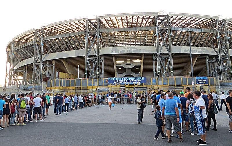 Estádio da Napoli será conhecido agora como Diego Maradona. Foto: Wikimedia Commons