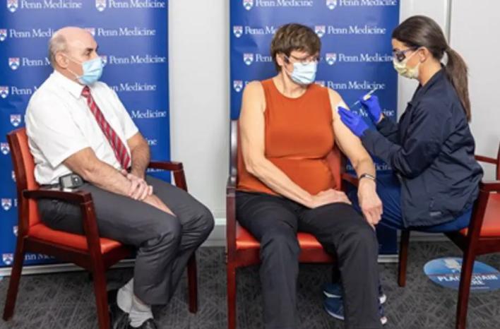 Katalin Karikó recebeu dose da vacina que ajudou a desenvolver. Foto: Universidade da Pensilvânia/Divulgação