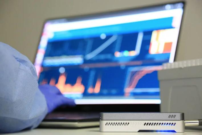 Laboratório de Vírus Respiratório e do Sarampo do Instituto Oswaldo Cruz (IOC/Fiocruz) monitora as variações do novo coronavírus no país. Foto: Josué Damacena/IOC/Fiocruz