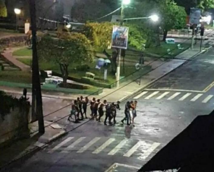 Moradores foram feitos reféns em praça no centro de Cametá, no Pará. Foto: Reprodução/Redes Sociais