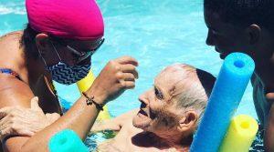Após uma semana da vacinação, idosos não tiveram reação e passam bem. Foto: Divulgação