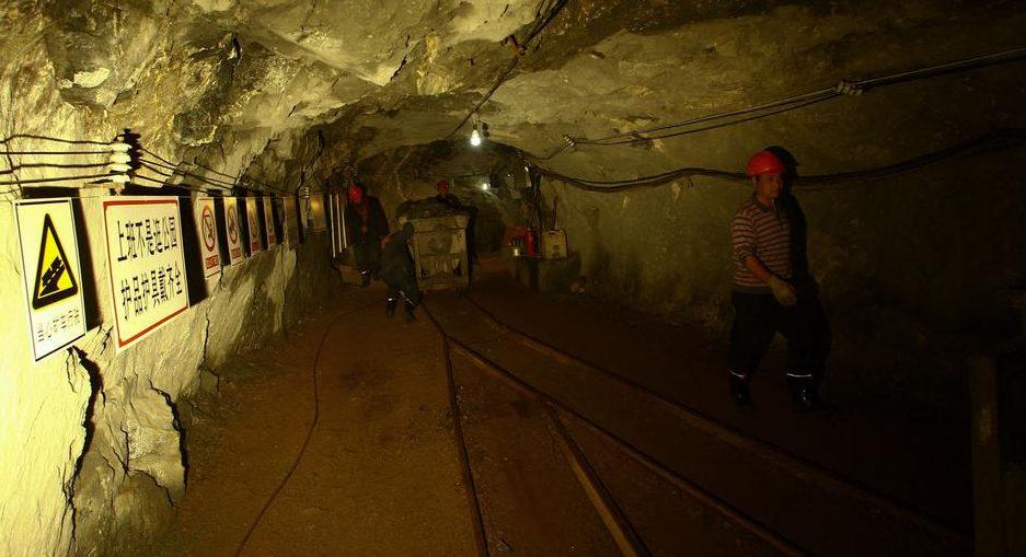 China: trabalhadores estão retidos em mina de ouro após explosão. (Reprodução: Sun Shubao / Picture Alliance)
