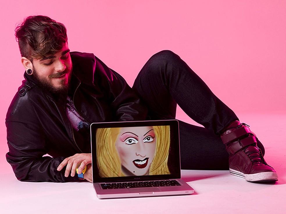 Daniel Carvalho é o criador da personagem drag queen Katylene Beezmarcky, que fazia comentários ácidos sobre celebridades e subcelebridades. Foto: Lucas Fonseca/MTV