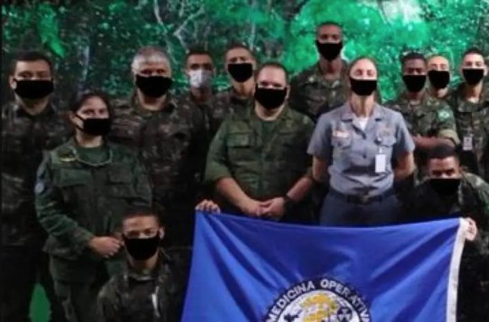 Exército publica fotos editadas para simular que militares usavam máscara. Foto: Reprodução