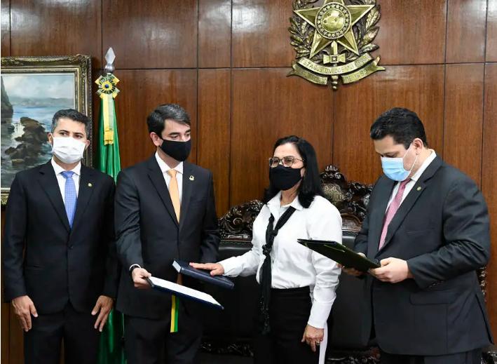 Nailde Panta (Progressistas-PB) ao lado de Davi Alcolumbre (à dir.) durante cerimônia de posse. Foto: Roque de Sá/Agência Senado