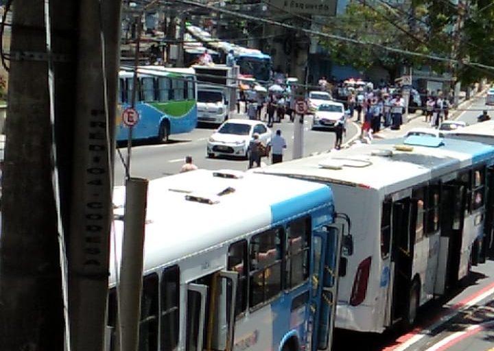 Protesto dos rodoviários no final da manhã desta terça-feira (5) no Centro de Vitória. Foto: Ouvinte BandNews FM