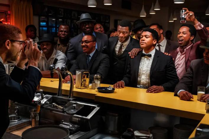 Grupo. Malcolm X (Kingsley Ben-Adir) clica Sam Cooke (Leslie Odom Jr.), Cassius Clay (Eli Goree) e Jim Brown (Aldis Hodge). Foto: Patti Perret/Amazon Studios