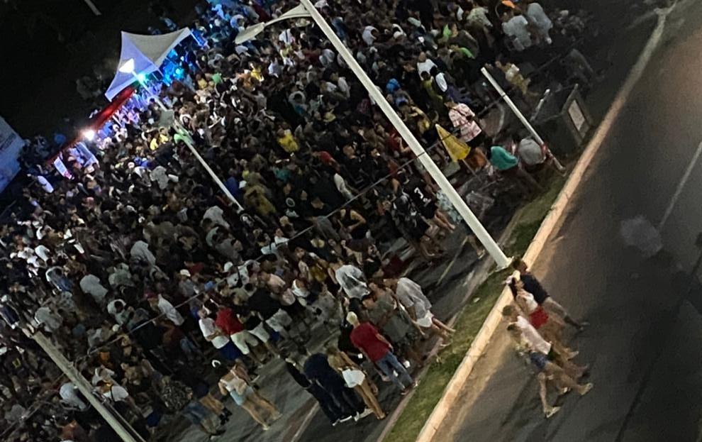 Aglomeração registrada na Praia Central de Mataízes durante o final de semana. Foto: Divulgação/Prefeitura Municipal de Marataízes