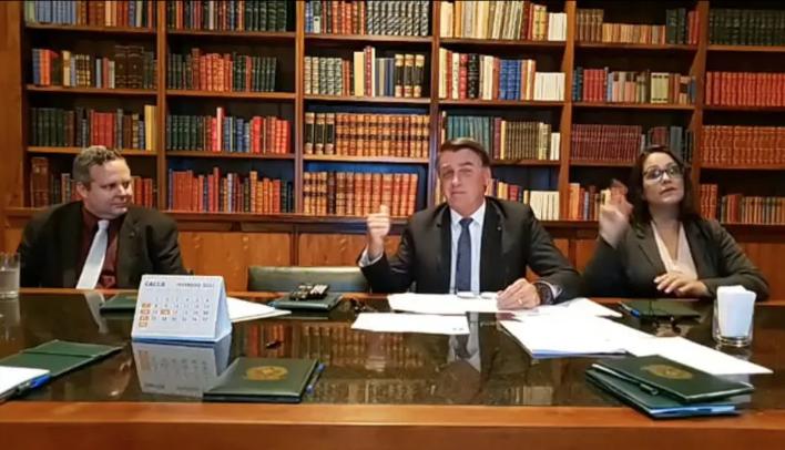 """Bolsonaro sugeriu, sem entrar em detalhes, que """"alguma coisa"""" acontecerá na Petrobrás nos próximos dias. Foto: Facebook/Reprodução"""