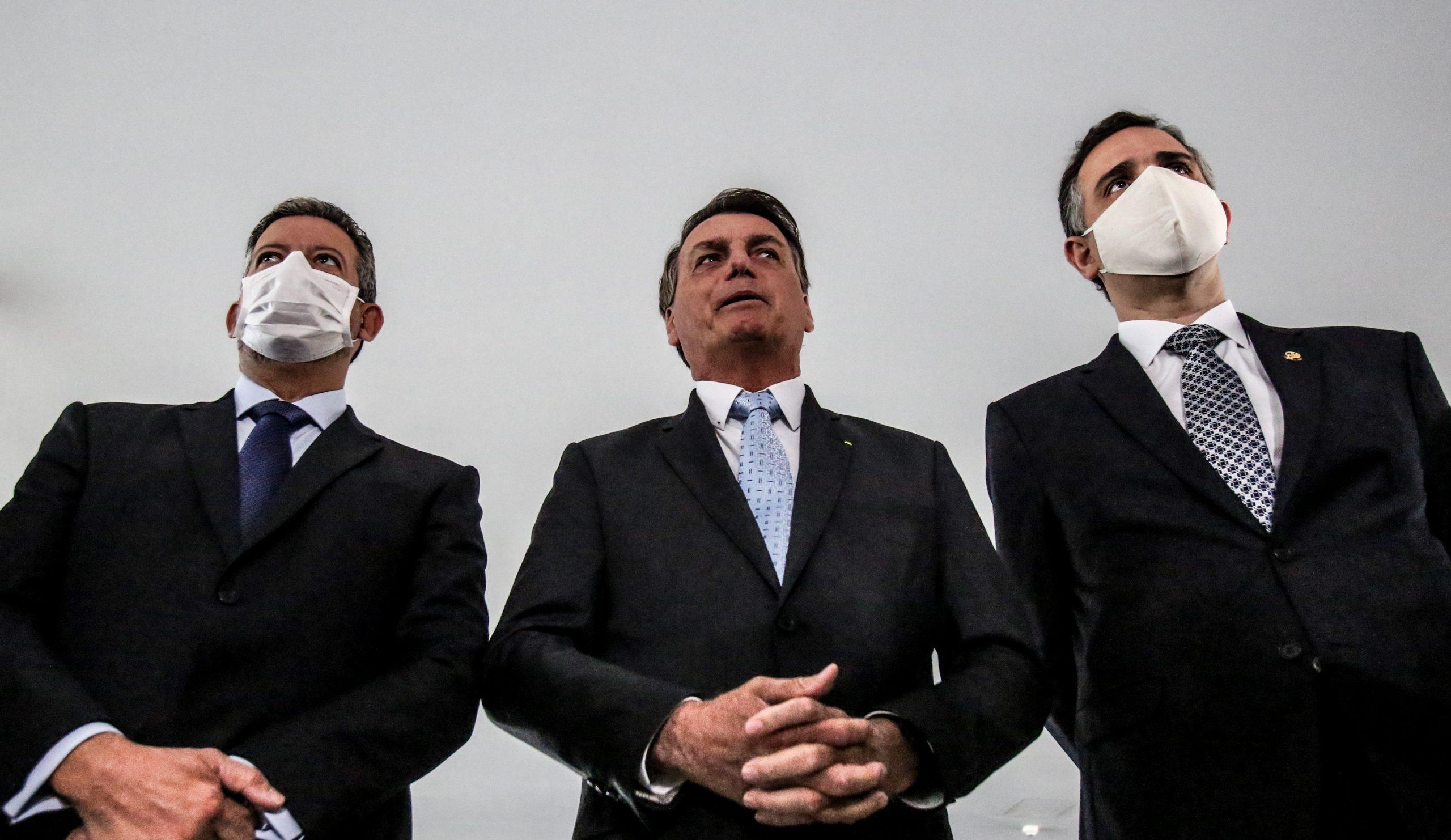 O presidente Jair Bolsonaro recebe os novos presidentes da Câmara, Arthur Lira (PP-AL) e do Senado Rodrigo Pacheco (DEM-MG). Foto: Gabriela Biló/Estadão Conteúdo