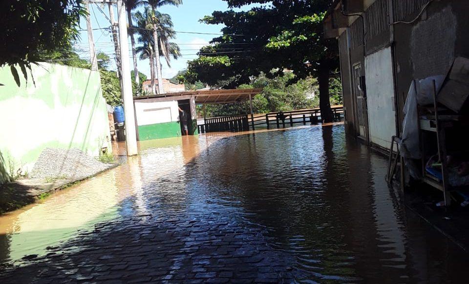 Chuva provoca alagamentos em Bom Jesus do Norte. Foto: Internauta