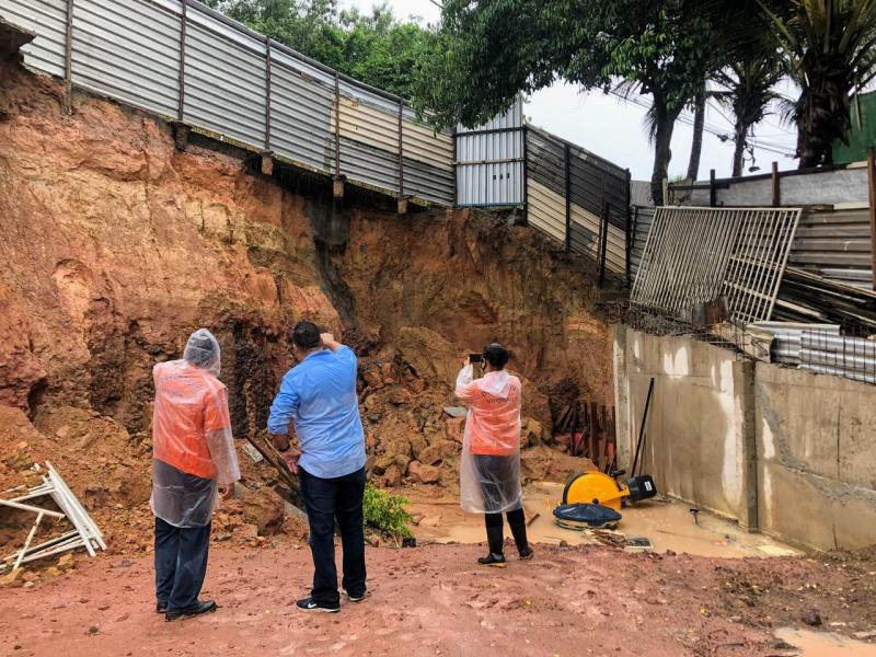 Defesa Civil Municipal interditou a avenida dos Expedicionários, via que dá acesso ao bairro Atlântica Ville, em Vitória. Foto: Divulgação/Defesa Civil Municipal