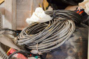 Fiação roubada encontrada em depósito no Morro da Garrafa, em Vitória. Foto: Leonardo Silveira/Divulgação